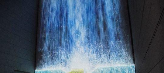 Künstlicher Wasserfall im Museum of Contemporary Art in Tokio   Strom Online – Energie erleben