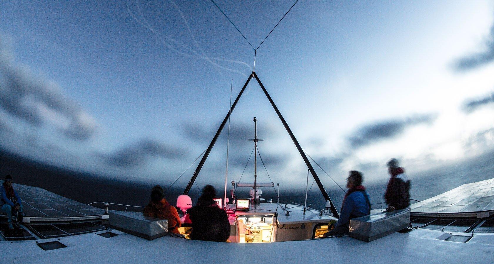 «Race for Water» bei Nacht – Strom Online | Energie erleben